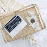 ノートパソコンと紅茶