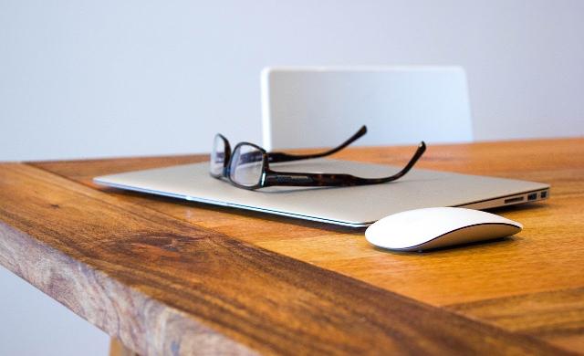パソコンと眼鏡