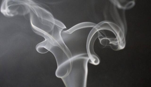 タバコからの煙