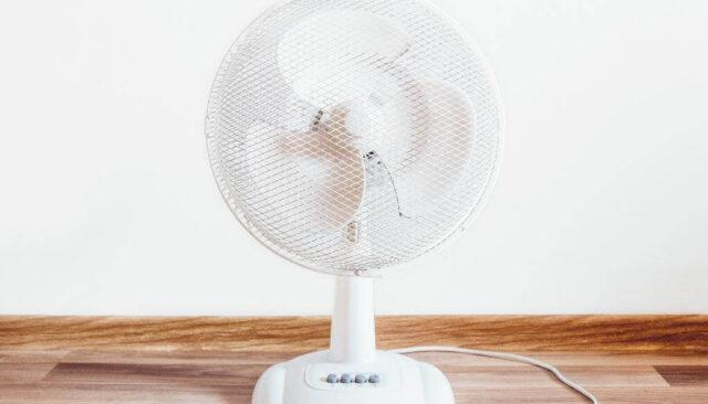 白の扇風機