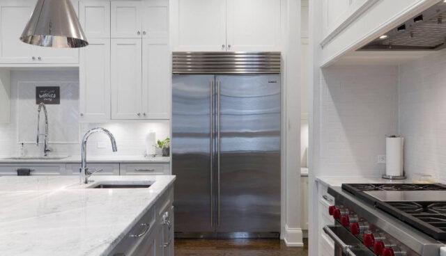 対面式キッチンと冷蔵庫