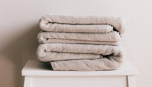 綺麗にたたんで重ねてあるタオル