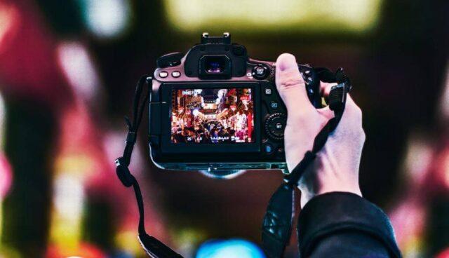 カメラでネオンを撮影
