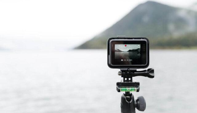 ビデオカメラと湖