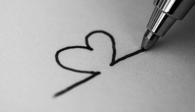ボールペンでハートを書く