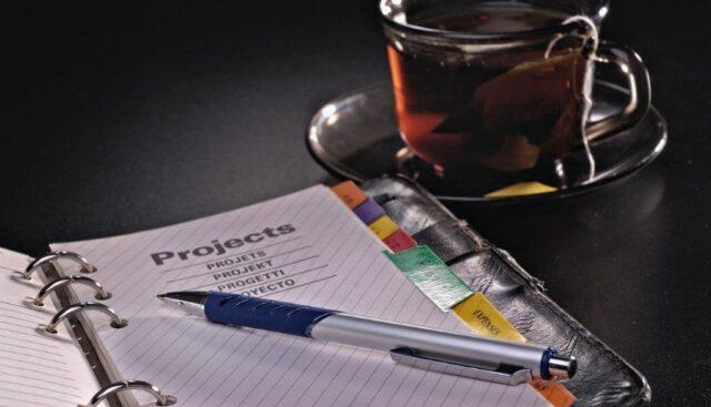ペン、ノート、お茶