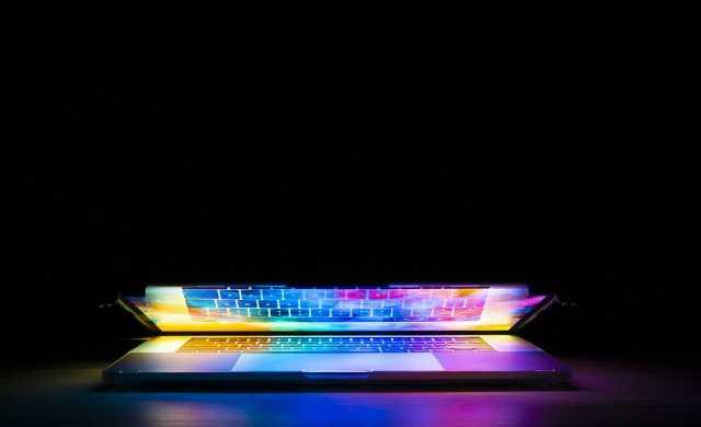 ネオンカラーパソコン