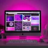 ピンクのライトとパソコン