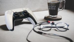 PS5コントローラーとイヤホン