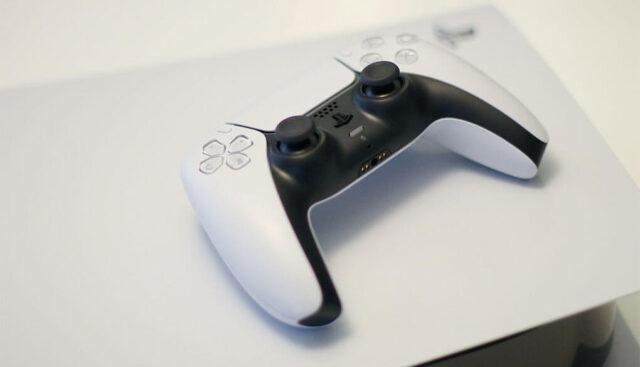 PS5本体とコントローラー