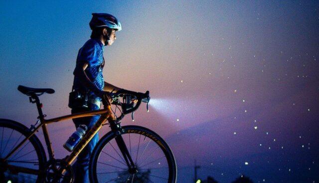 ライトがついている自転車