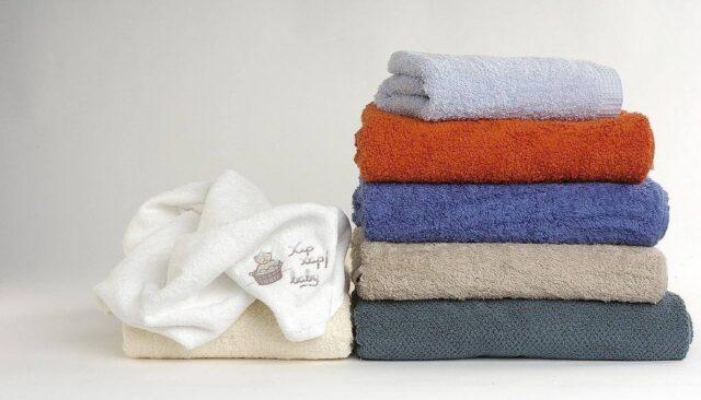 色々な色のタオル
