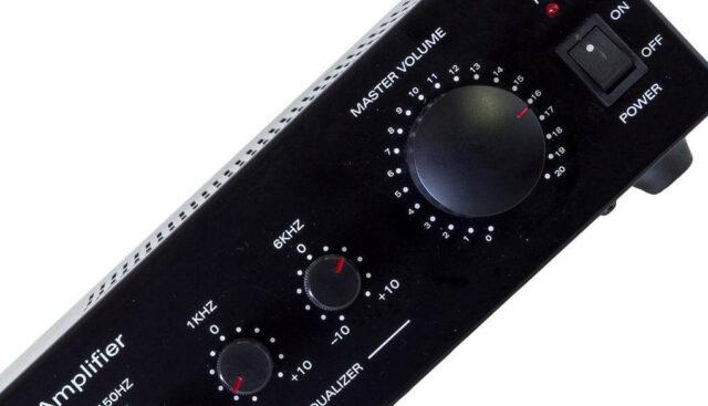 黒いデジタルアンプ